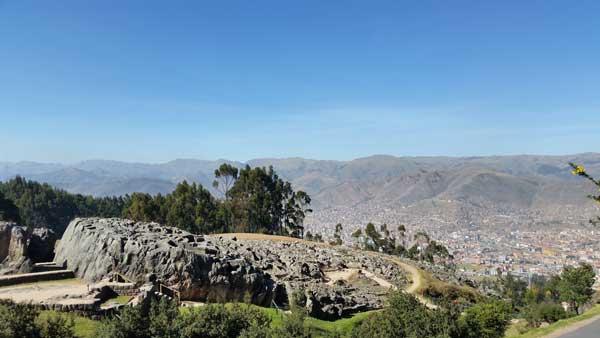 Vista de qenqo y la ciudad de Cusco