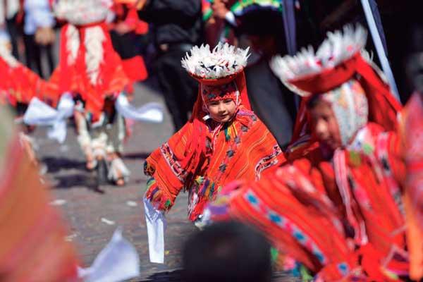 Desfile inicial Cusco