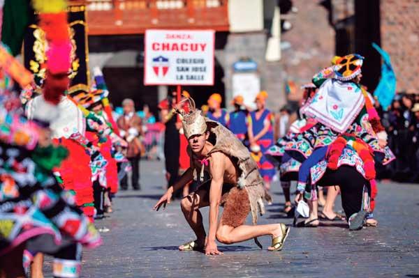 Desfiles centros educativos Cusco